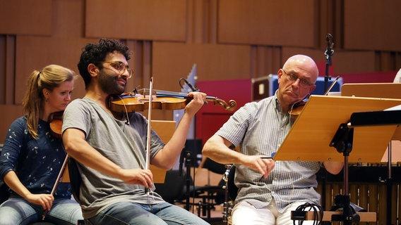 Miki Kekenj und Musiker der NDR Radiophilharmonie © NDR / Amrei Flechsig Foto: Amrei Flechsig