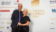 Radiomoderator John Ment auf dem Roten Teppich beim Deutschen Radiopreis 2019. © Deutscher Radiopreis / Benjamin Hüllenkremer Foto: Benjamin Hüllenkremer