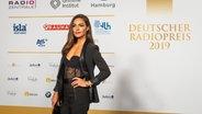 Moderatorin Nazan Eckes auf dem Roten Teppich beim Deutschen Radiopreis 2019. © Deutscher Radiopreis / Benjamin Hüllenkremer Foto: Benjamin Hüllenkremer