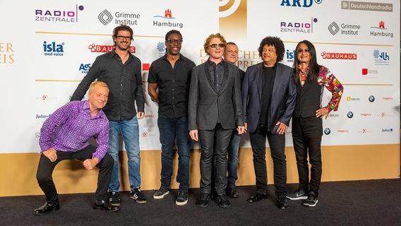 Die britische Band Simply Red auf dem Roten Teppich beim Deutschen Radiopreis 2019.