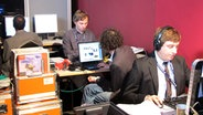 Journalisten an ihren Computerarbeitsplätzen beim Deutschen Radiopreis 2010. © Bild: NDR/Karsten Schmeer Fotograf: Karsten Schmeer