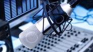 Mikrofon im Radiostudio © Tsian - Fotolia