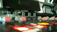 On-air-Mischpult im Radiostudio © Hendrik Schwartz - Fotolia