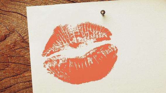 Ein Blatt Papier mit einem Kussmund. © fotolia.com Foto: Ramona Heim