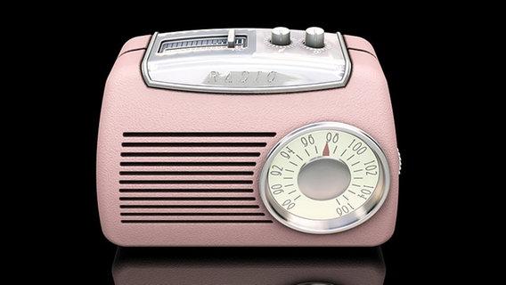 Rosa Retro-Radio vor schwarzem Hintergrund © Kirsty Pargeter - Fotolia