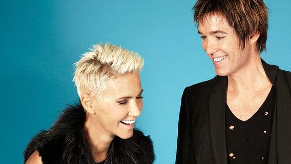 ... Fredriksson und Per Gessle von Roxette lachen. © Caroline Roosmark