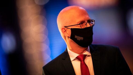 Hamburger Erster Bürgermeister Peter Tschentscher trägt Maske beim Deutschen Radiopreis 2020. © Deutscher Radiopreis / Philipp Szyza Foto: Philipp Szyza
